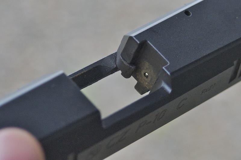Detalle corredera de la CZ P-10 - Por Redacción Espacio Armas