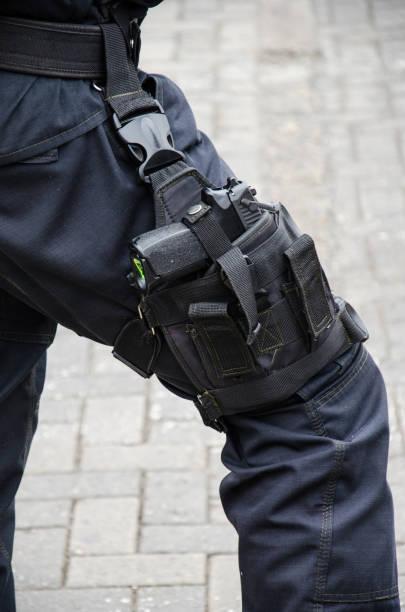 Porte de armas y fundas para operadores de seguridad