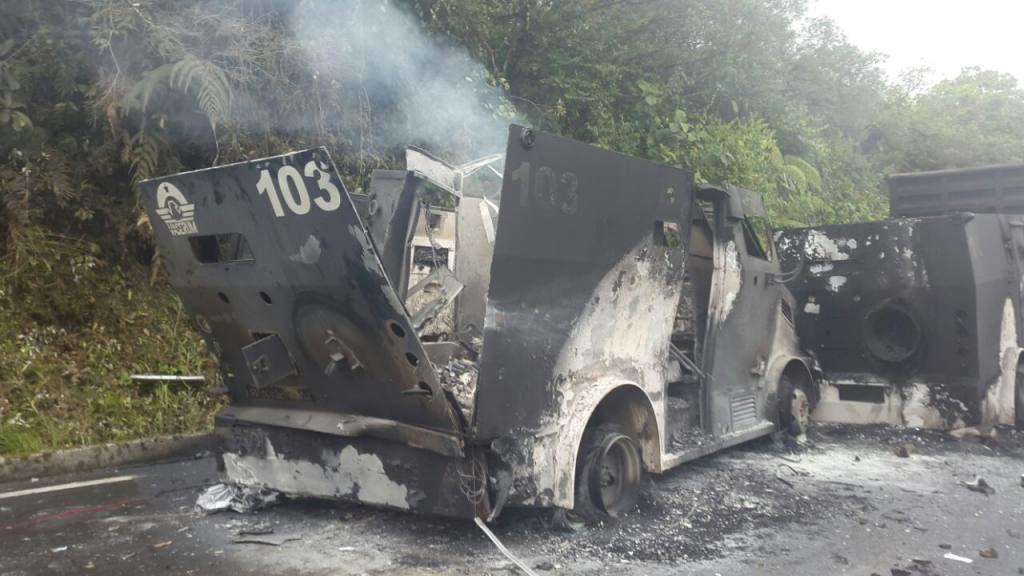 Ataque a transporte blindado con molotov y explosivo - Por Redacción Espacio Armas