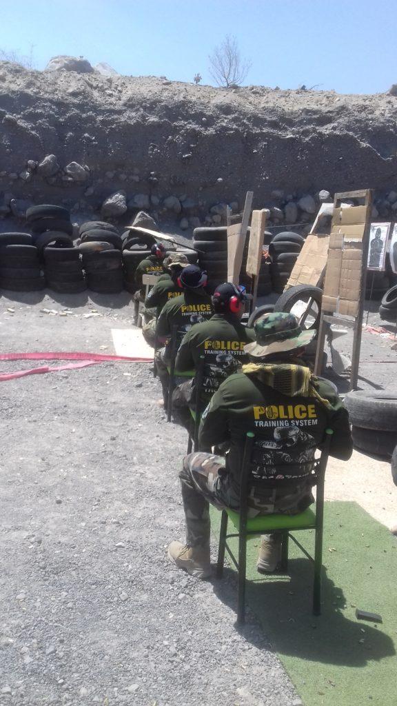 Simulación de tiro sentado con la posición Close Quarter