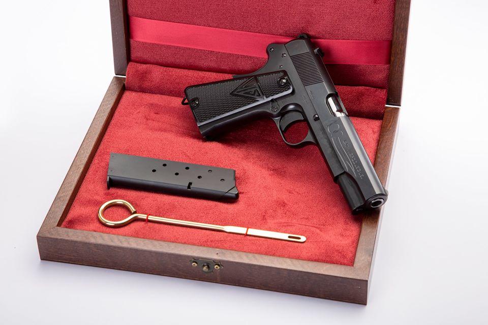 Pistola modelo Vis 100. Edición Espacio Armas.