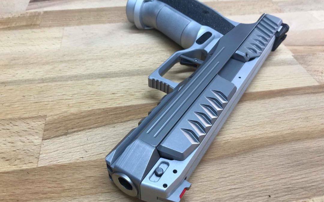"""Una mirada a la pistola""""Alienígena"""" de Laugo Arms"""