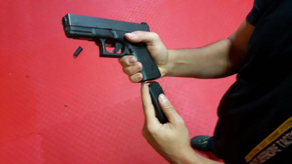 Tu arma se puede trabar. Solucionar problemas con la pistola durante el disparo.