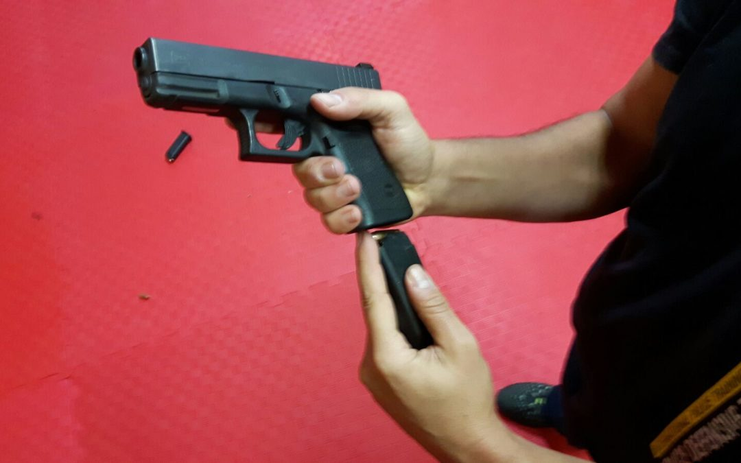 Pistola. Tu arma no dispara, ¡está atascada!