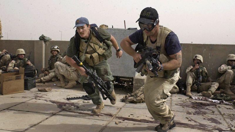 Operadores de Blackwater durante en acción en Iraq. Redacción Espacio Armas.