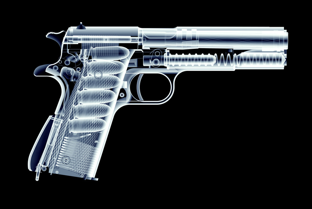 Cambio de cargador en una pistola - Redacción Espacio Armas