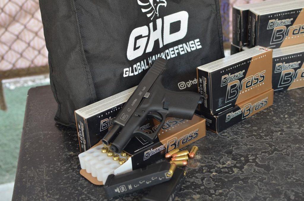 Glock 42 ,cal. 380 auto. Cartuchos Blazer. Redacción Espacio Armas.