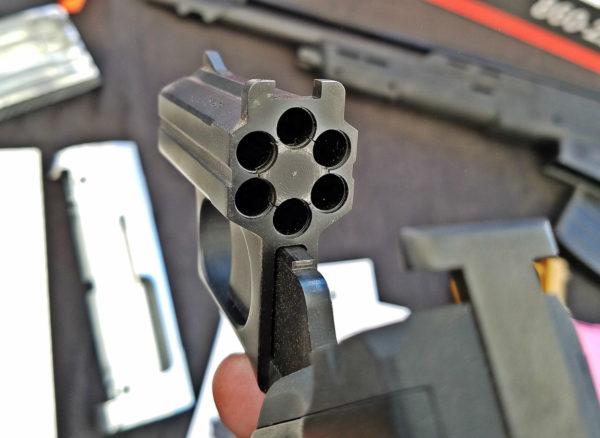 """Revolver modelo S333 Volleyfire """"Pepperbox"""".Redacción Espacio Armas."""