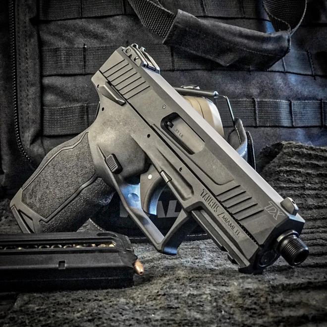 ha sido diseñada como una pistola en cal. 22 LR lista para la competencia con un cargador de 16 cartuchos