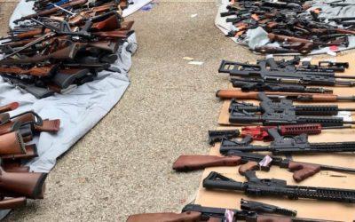 La policía de Los Ángeles incauta más de 1,000 armas de fuego en una residencia de  Bel-Air