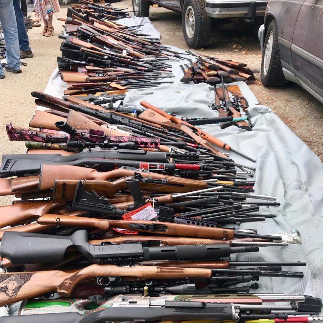 Los Ángeles policía incauta más de 1,000 armas de fuego en una residencia de Bel-Air