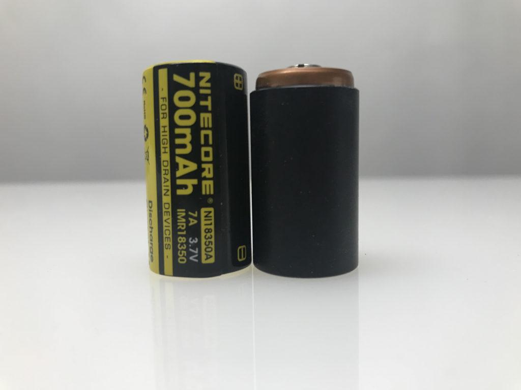 Nitecore 920 las dos baterías que pueden alimentarlas CR123 y IM18350 . Fuente Nitecore.com. Redacción Espacio Armas.