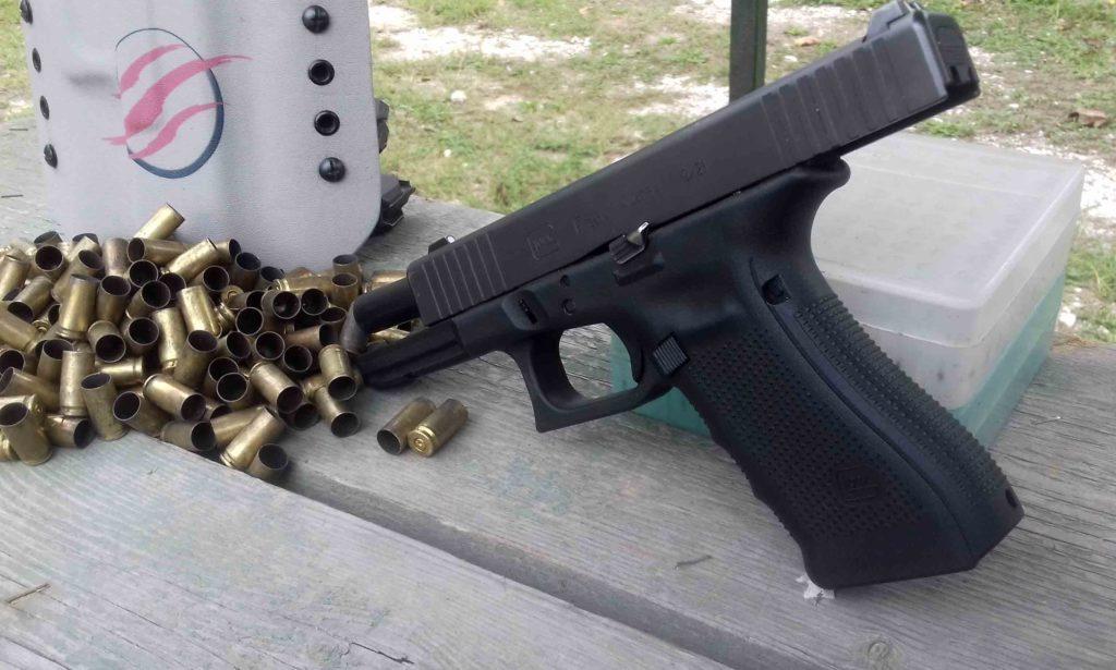 Glock 17 Front Serrations Gen. 4 en cal. 9 mm. Fuente Taczone. Redaccion Espacio Armas