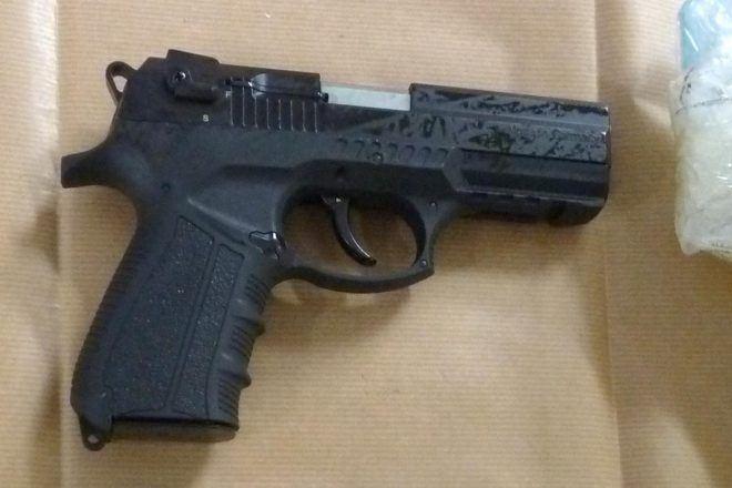 Reino Unido 60 pistolas ilegales en un coche