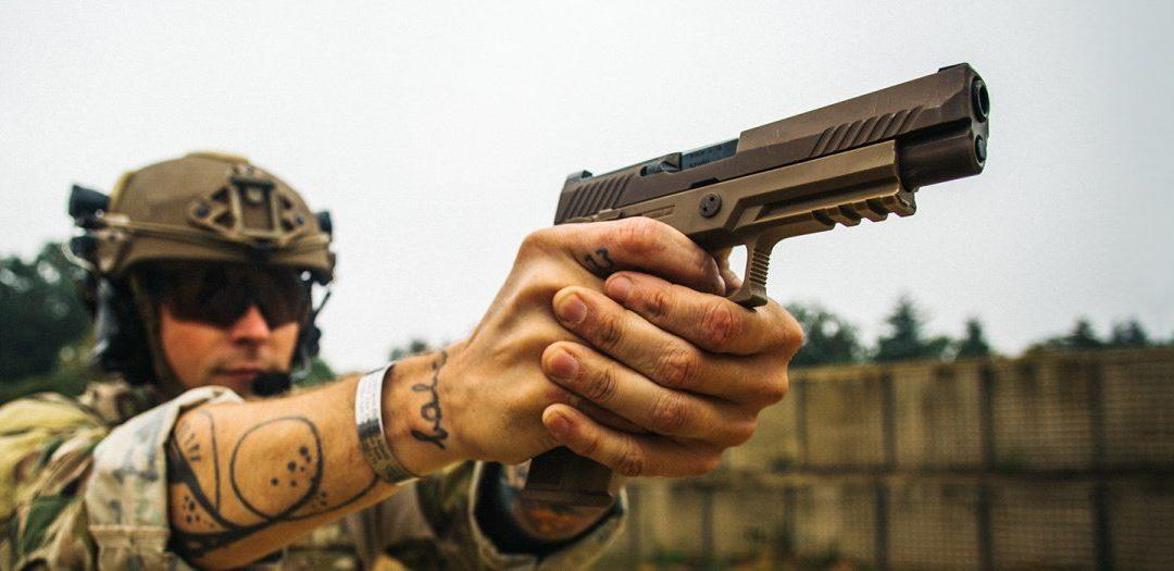 SIG Sauer entrega la pistola número 100,000 M17 / M18 a las Fuerzas Armadas de los Estados Unidos