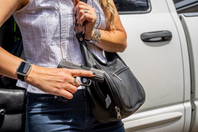 Armas para mujeres: defensa personal y porte oculto