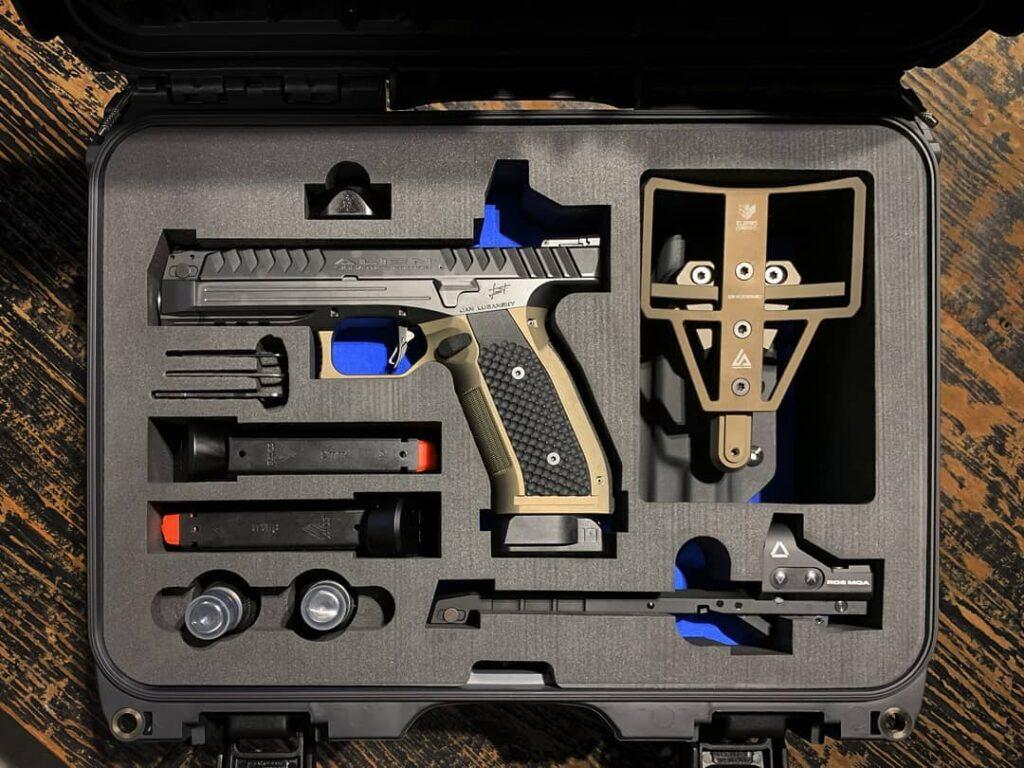 Asegúrate un pedazo de historia con la revolucionaria pistola Laugo Alien Signature Edition.